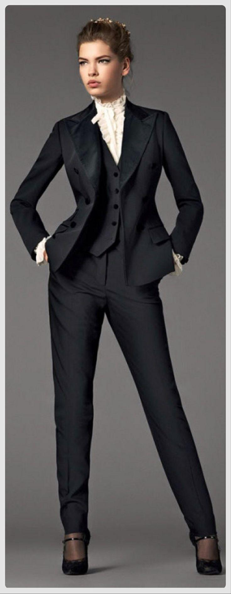 Street style // http://www.yasamtarziniz.com/bayan-klasik-elbise-modelleri/
