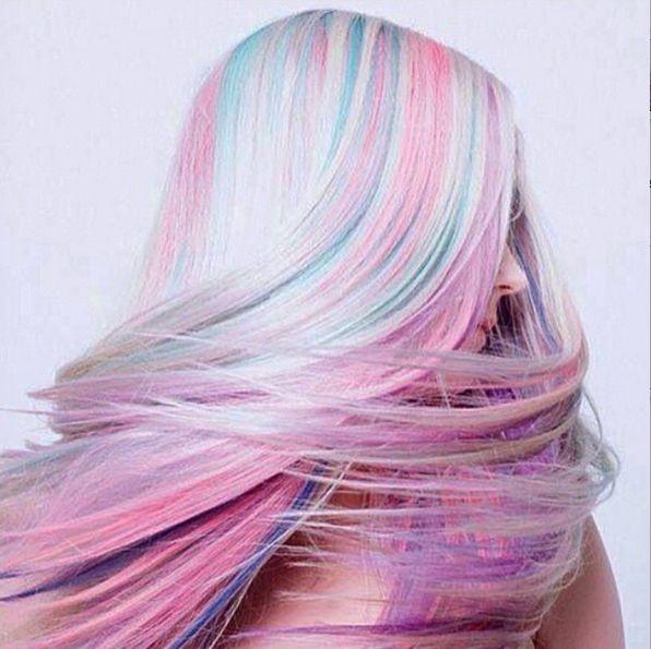 Per mantenere brillante i tuoi capelli arcobaleno devi prendertene cura con i prodotti specifici per i capelli colorati. -cosmopolitan.it
