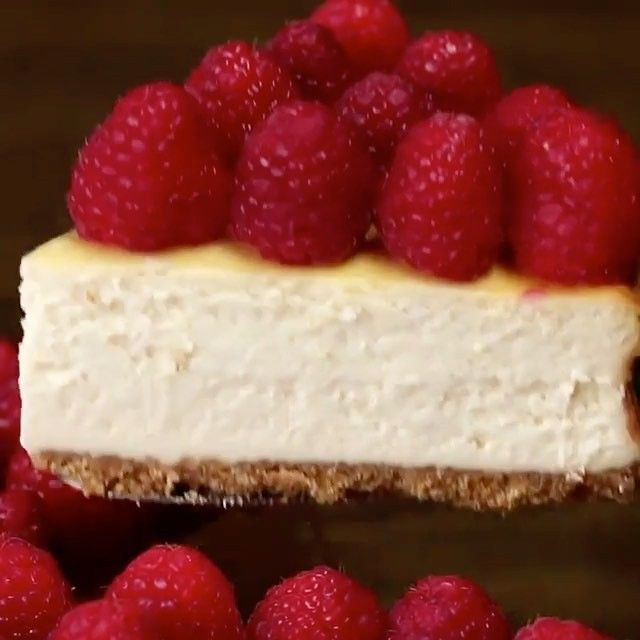 """32.9 k mentions J'aime, 234 commentaires - GLOBAL FOOD PORN (@cake_cookies_chocolate) sur Instagram: """"RASPBERRY CHEESECAKE  Tag a cake lover  