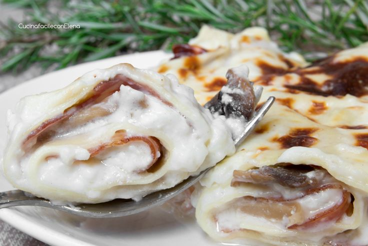Rotolini di Lasagne con Ricotta, funghi e speck