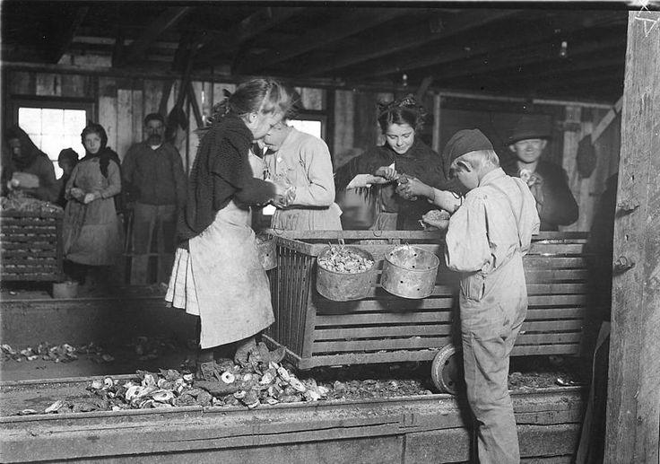 Παιδιά ξεφλουδίζουν στρείδια στην Αλαμπάμα (1911)