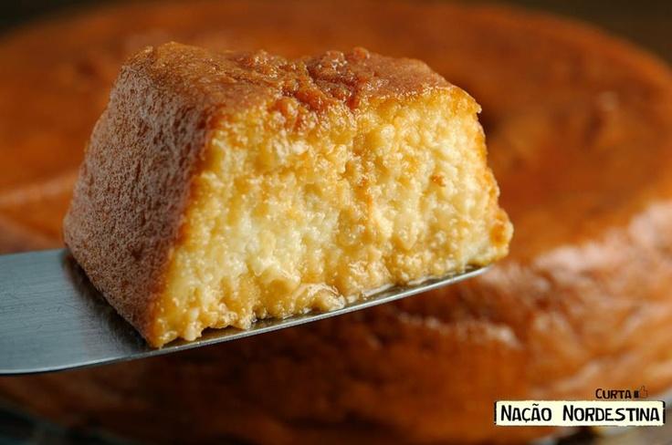 Pudim de tapioca (Brasil, nordeste)  Ingredientes:  • 100 gramas de farinha de tapioca  • 500 ml de leite morno  • 125 gramas de açúcar  • 4 ovos  • 50 gramas de coco ralado  • 20 gramas de manteiga  • 100 ml de leite de coco  • Açúcar para caramelar (Quanto Baste)  Preparo:    Coloque a tapioca de molho no leite até amolecer.    Junte os outros ingredientes e misture bem.    Faça uma calda para caramelar a forma.    Leve o pudim no forno em banho-maria por aproximadamente 01 hora.