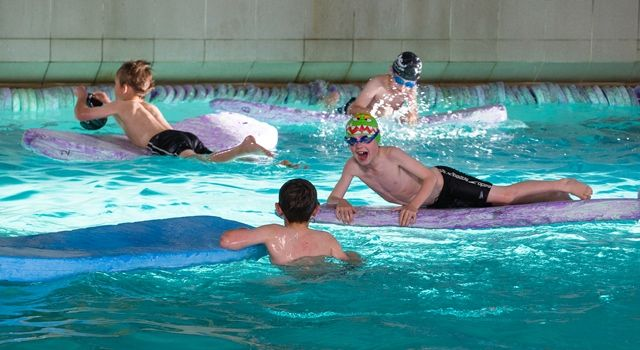 Swimming, wave pool