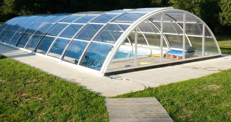 Prix d'un abri de piscine : http://www.travauxbricolage.fr/travaux-exterieurs/piscine/prix-abri-piscine/