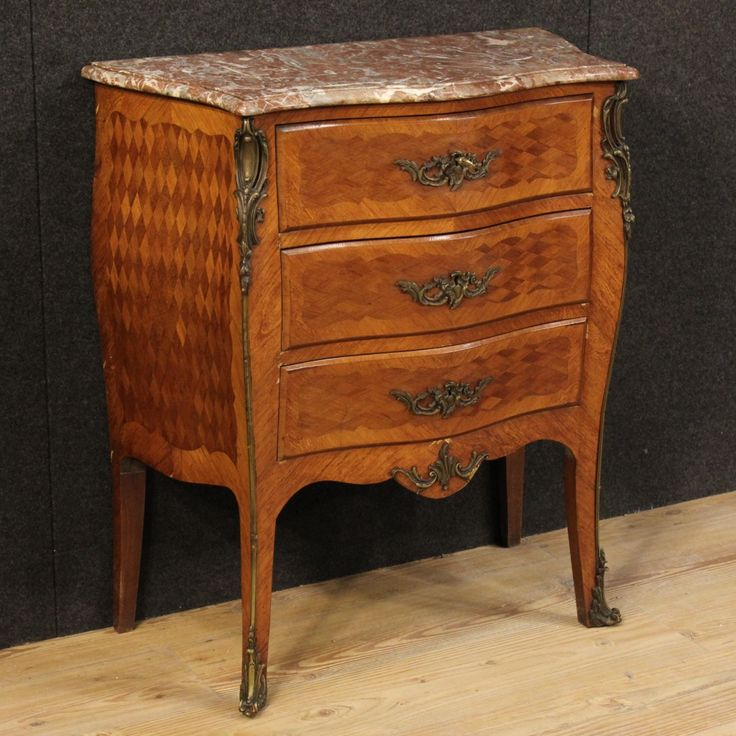 1250€ Small French dresser with marble top from the early 20th century. Visit our website www.parino.it #antiques #antiquariato #furniture #inlay #antiquities #antiquario #comò #commode #dresser #chest #drawer #golden #gold #decorative #interiordesign #homedecoration #antiqueshop #antiquestore