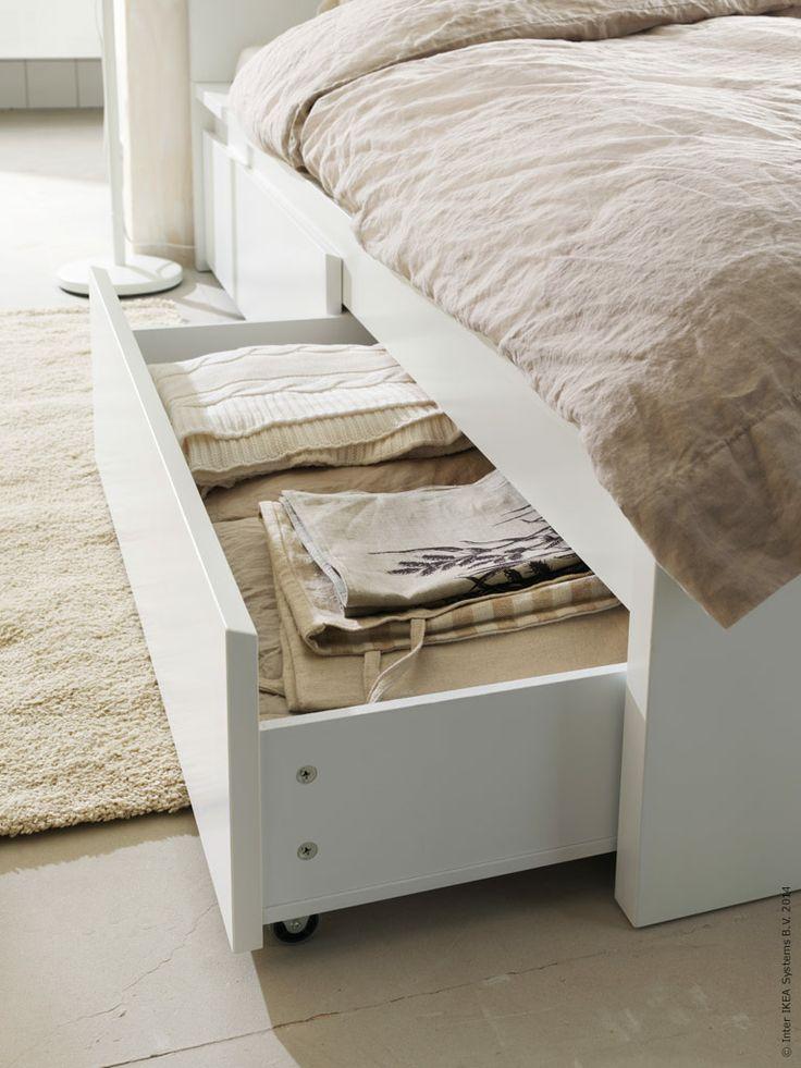 MALM sängstomme med fyra sänglådor gör plats åt ny härlig textil i sovrummet.