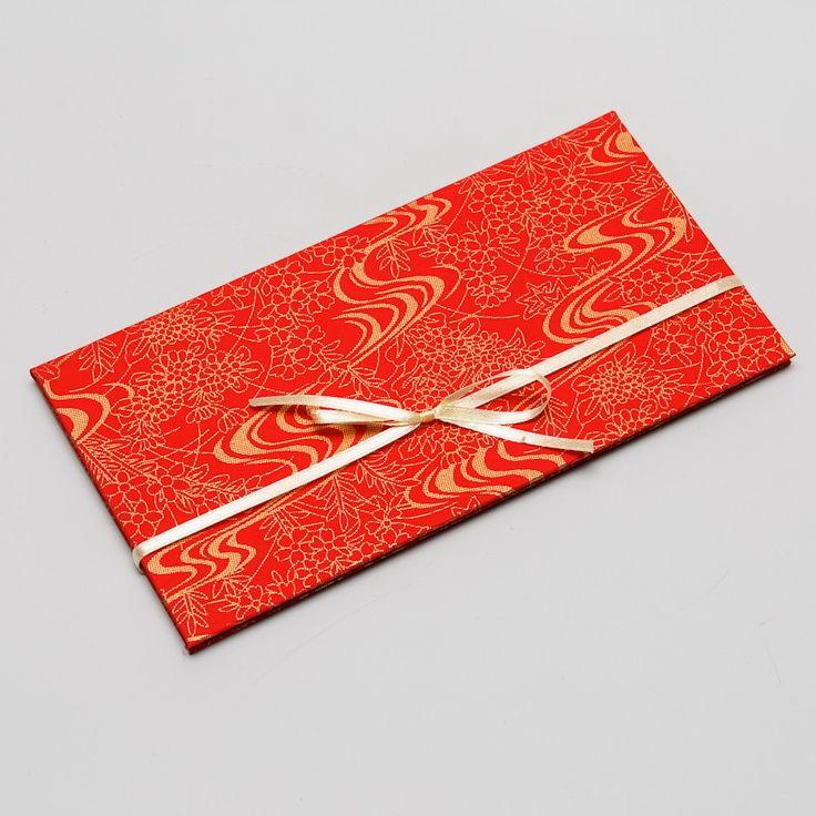 8. Dárkový obal nejen na peníze - CHIYOGAMI Chcete svým blízkým darovat peníze, darovací poukaz, vstupenku na koncert....... prostě cokoliv, co lze vložit do obálky a obálka Vám přitom připádá fádní a nezajímavá? Pak doporučujeme využít naše luxusní dárkové pouzdro Chiyogami Pouzdro je vyrobeno z tvrdé knihařské lepenky a následně potaženo netradičním luxusním ...