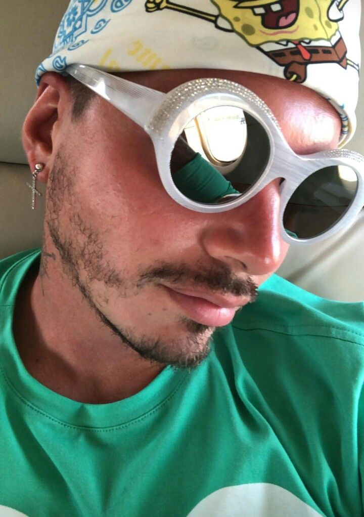 0698b656937 Pin by Lazy Explorer on ⚡️J Balvin⚡ in 2019