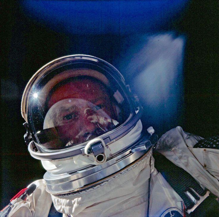 """12 November 1966: Buzz Aldrin """"selfie"""""""
