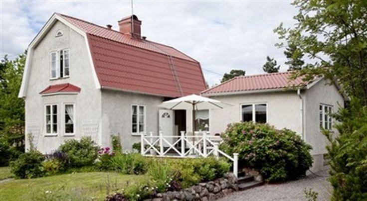20-TAL. På en vacker gammal villatomt i Sollentuna bor familjen Wågberg i ett hus från 1926 som byggts ut för att passa en familj med tre barn.
