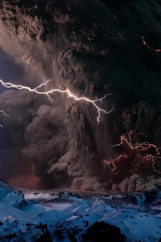 Volcano, Lightning