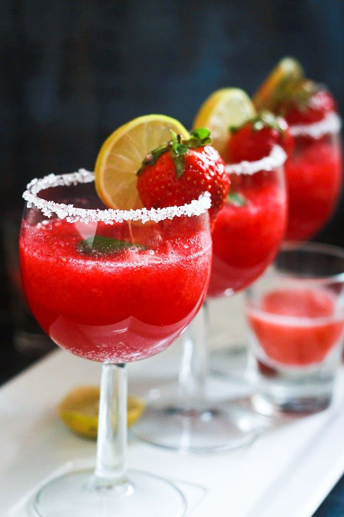 Non Alcoholic Strawberry Punch recipe - A delicious non - alcoholic drink full of fresh strawberries and with a touch of lemon is just perfect for any type of party.