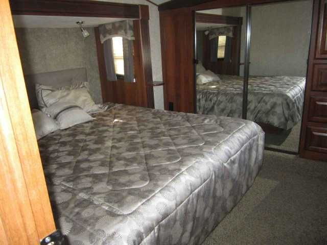 """2015 Used Forest River Wildcat 344QB Fifth Wheel in Texas TX.Recreational Vehicle, rv, 2015 Forest River Wildcat 344QB, Excellent Condition! 18ft Awning, 100gal Gray water capacity, 100gal black water capacity, Tan Shaw Carpet w/R2X, Wildcat Advantage Package: Corian Solid Surface Counter Tops, 8CF Refrigerator, Congoleum Linoleum, 40"""" Toshiba Flat Panel HDTV, 2 Aerobed HAB Sofas, Custom Colored Skirt Metal, Aerodynamic Colored Front Cap, Custom Alum Wheels w/16"""" Load Range """"E"""" 10-ply Radial…"""