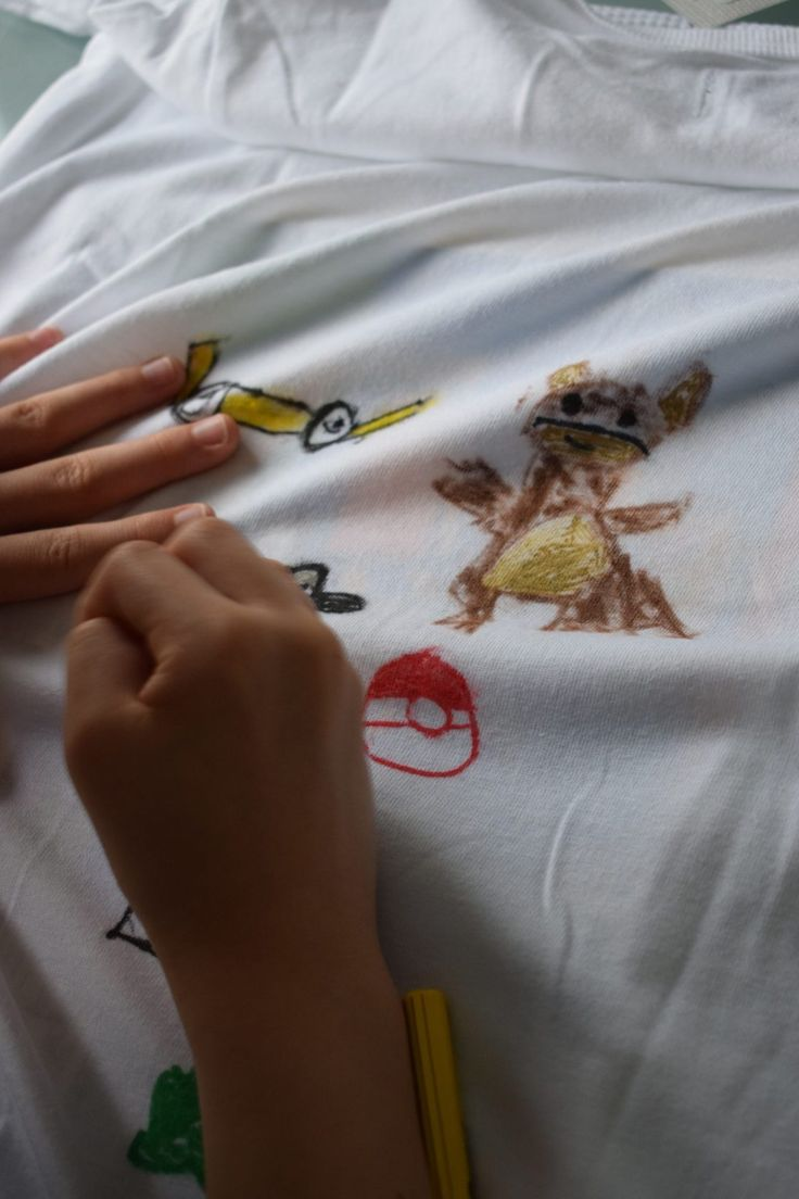 decorate t shirt with crayons