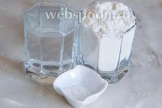 Для приготовления домашнего лаваша нам понадобится всего 3 ингредиента — мука пшеничная, горячая вода и соль.
