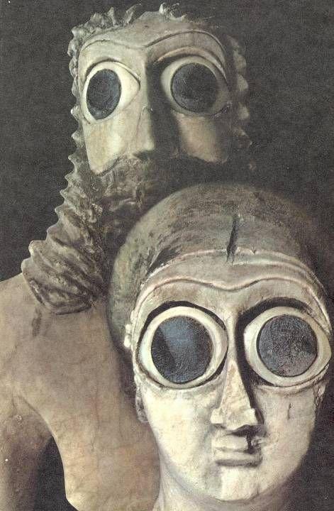 Statuettes de Deux Adorateurs du Temple Square à Eshnunna Parmi (Mésopotamie)                                                                                                                                                                                 Plus