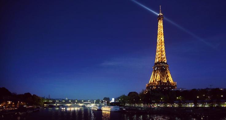 Bing Image 30-Mar-12 (Eiffel Tower, Paris, France)