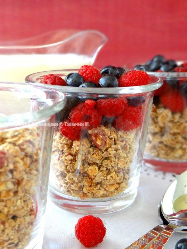 Гранола (домашние мюсли) с ягодами