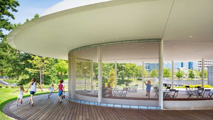 Gensler's role in the renovation of this large, historic urban park included the design of several new park pavilions and a redesign of the entry...