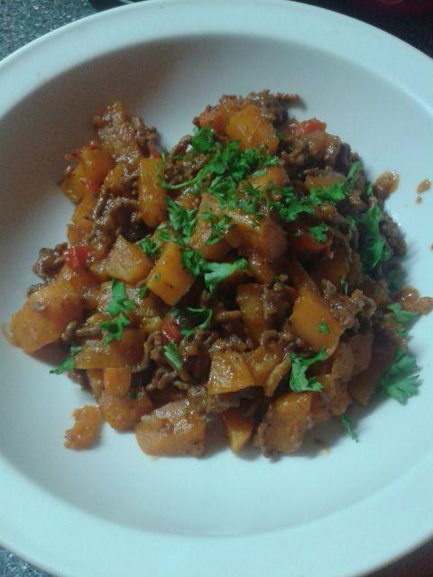 Reteta Tocană de cartofi dulci și carne tocată de vită - Vita