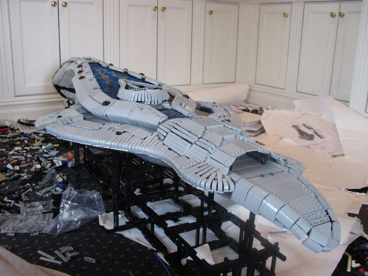6-Foot long Lego Halo Assault Carrier. If you are a fan of the #xbox first-person shooter video game franchise Halo, this is truly fantastic!