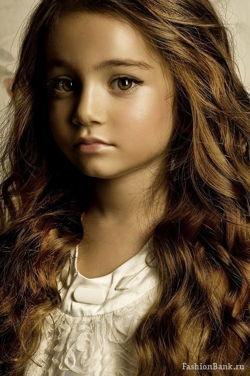 This is Kristina Pimenova (born 27 December 2005) - that is, a real girl, not a doll. But she looks like a doll...