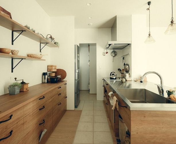 rustic kitchen modern style japanese <p>隠す収納と見せる収納のメリハリが効いてます。</p>