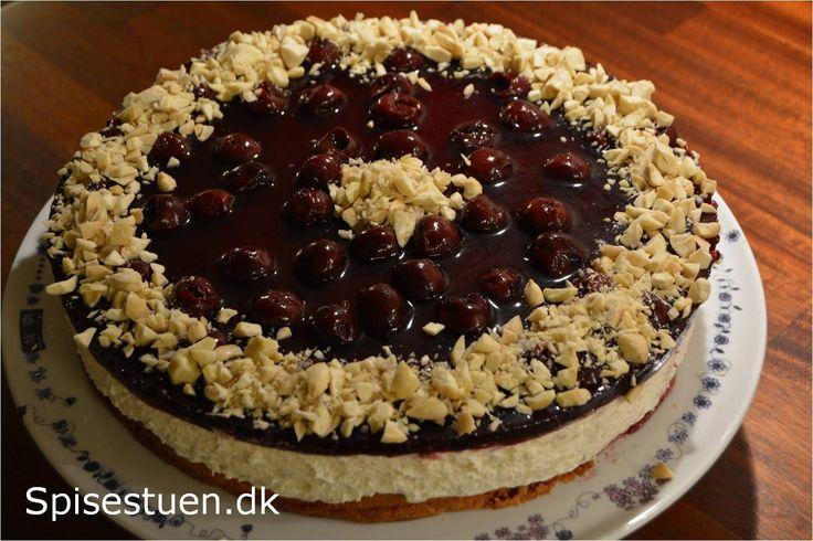 Det er en skøn kage, der kunne være en idé til en dessert til julefrokosten, eller bare fordi den smager helt vidunderligt :-) Jeg er blevet inspireret af en kage, jeg har set, der er lavetmed en …