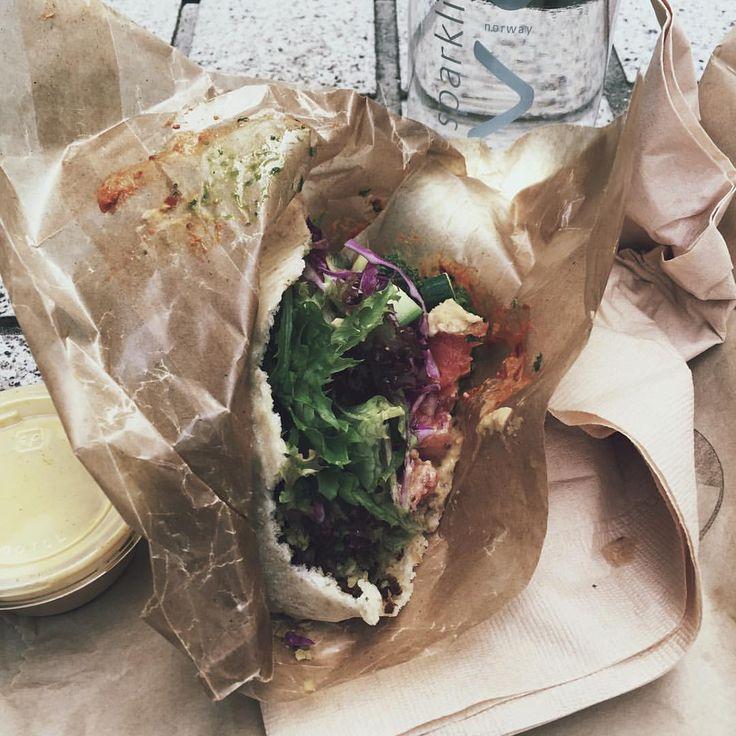 Lunch time with falafel.#nisnap #vegan #goodtaste #likethis #greenstuff #kuumbadufalafel