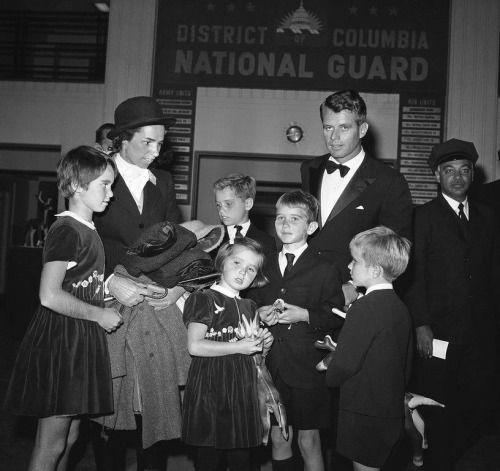 Kathleen, Ethel, Joe, Courtney, Bobby Jr., Bobby and David Kennedy