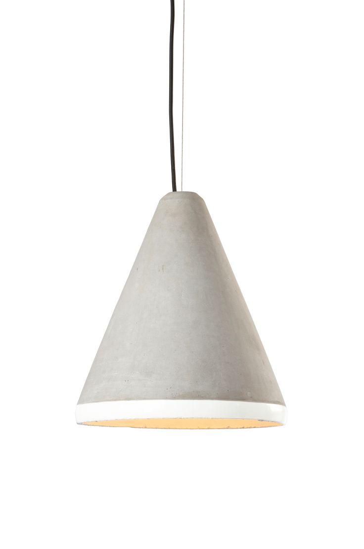 Följ trenden och våga ta in betong i hemmet. Material: Betong. Storlek: Höjd 33 cm. ø 30 cm. Beskrivning: Lampa i betong med lackerad insida. Textilsladd 110 cm. Vikt 2 kg. Sockel/lampa: 1 st E27, max 60 w glödlampa eller max 11 w lågenergilampa. Tips & råd: Betong är ett ganska rått material i en neutral grå färg som matchar fint ihop med mörka träslag och färggranna textilier.