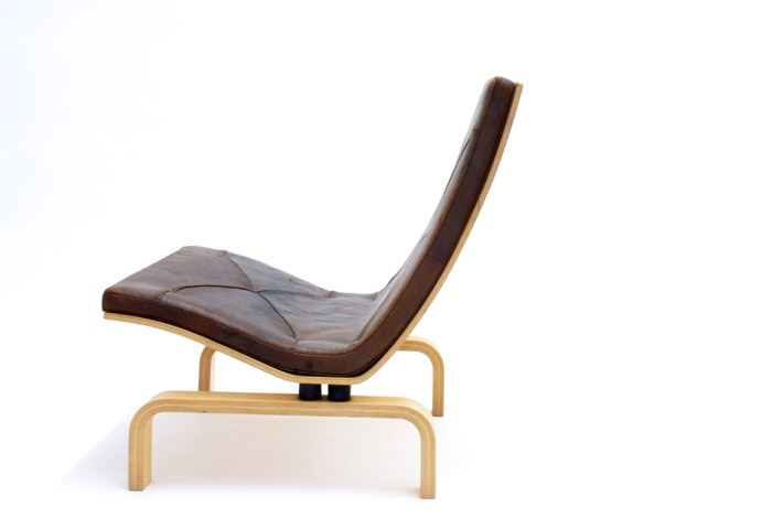 Model PK 27 lounge chair, bent plywood and with patinated leather seat pad by Poul Kjaerholm for E. Kold Christensen in 1971