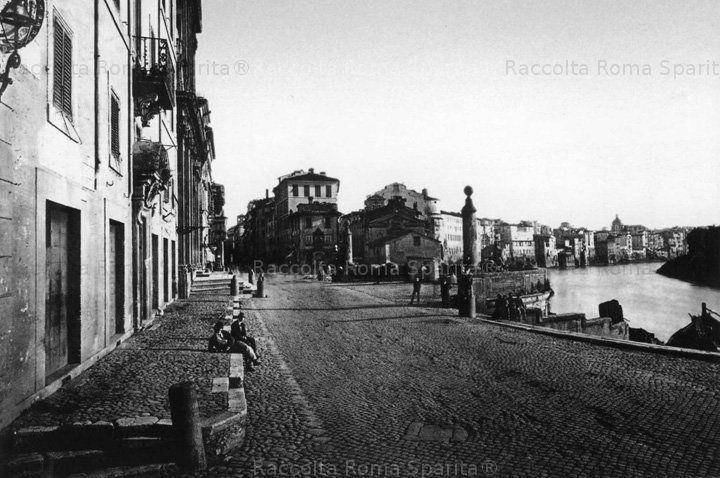 L' antico Porto di Ripetta, prima della sistemazione degli argini del fiume Anno: Fine '800