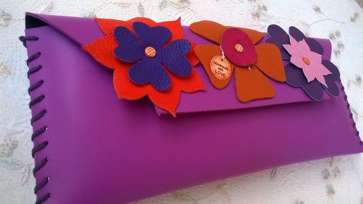 #Poșetă plic din #piele naturală, decorată cu #flori din piele naturală.Tip de inchidere :magnet. - preț 90 de lei