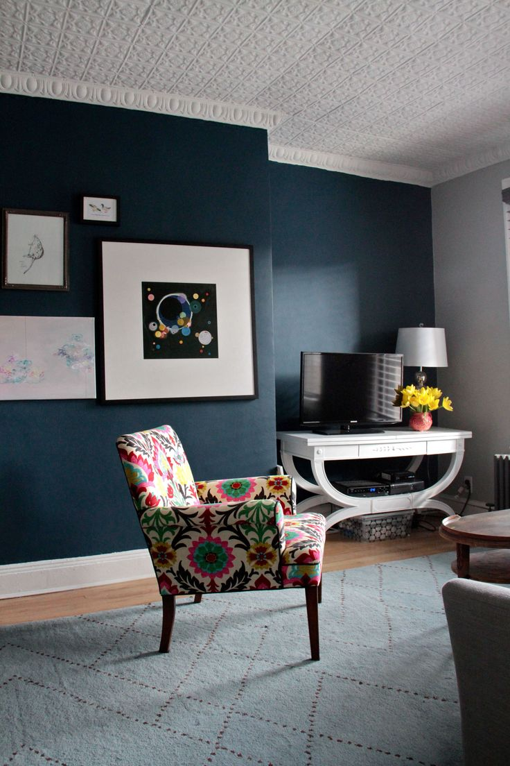 3 Room Hdb Accent Wall: Gentleman's Gray 2062-20 By Benjamin Moore In Aura Flat