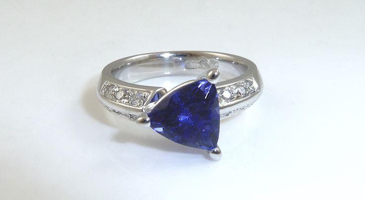 Tanzanite and diamond ring. #diamondring #ring #engagementring #uniquering #designerring #handmadejewellerygoldcoast #jewellergoldcoast #handmadejewellerbroadbeach #jewellerbroadbeach