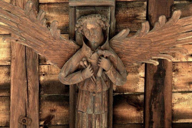 King's Lynn, Norfolk - St Nicholas: A roof angel holding the hammer and nails of the Crucifixion, instruments of the Passion. | Photographs & Text: © Michael Rimmer 2014