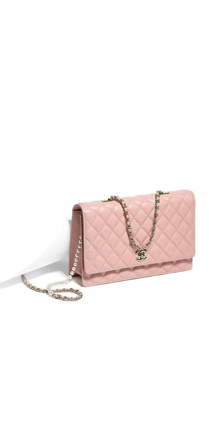CHANEL Pink Handbag with Gold Hardware | #Fashion #Wishlist |