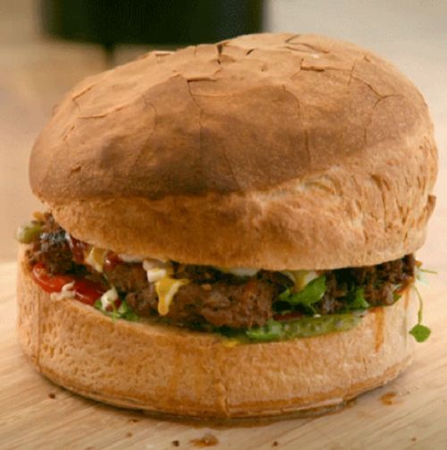 Tilly's giant burger on Matilda and the Ramsay Bunch