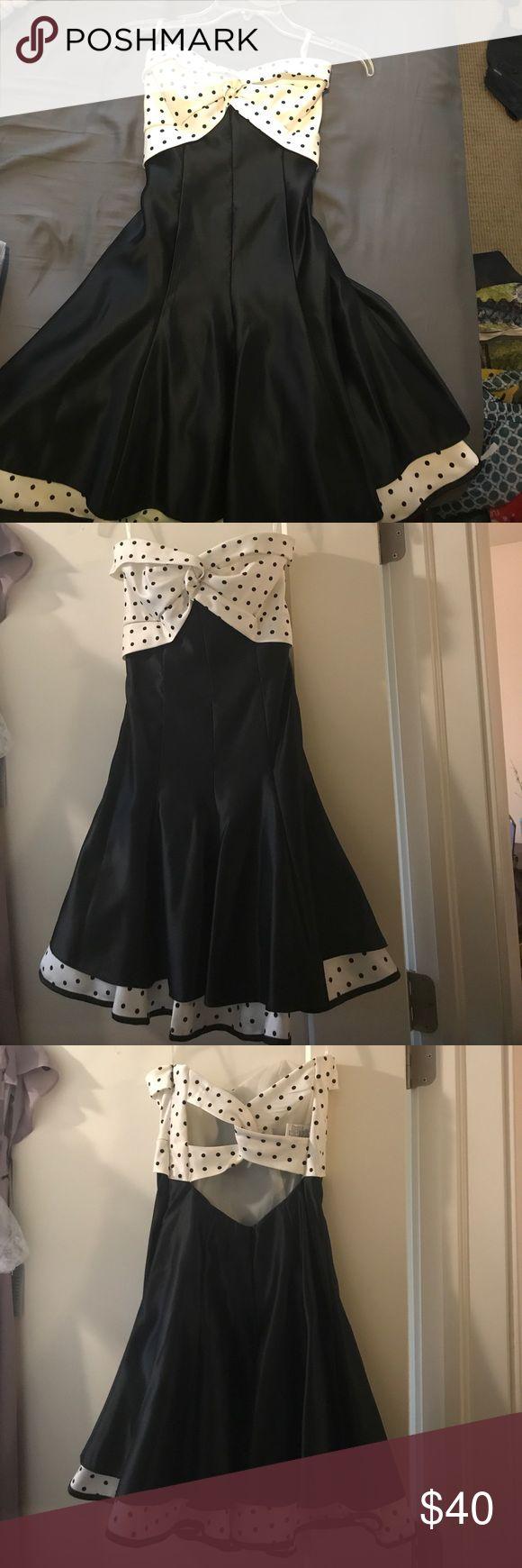 Jessica McClintock dress Worn once! Jessica McClintock dress. Strappy back! Jessica McClintock Dresses Prom