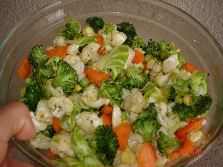 Ensalada de brocoli y coliflor, tiene un aspecto maravilloso
