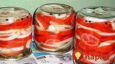 Špeciálna pochúťka z rajčín, cibule a výborného nálevu: Môžete si pochutnávať už na druhý deň!