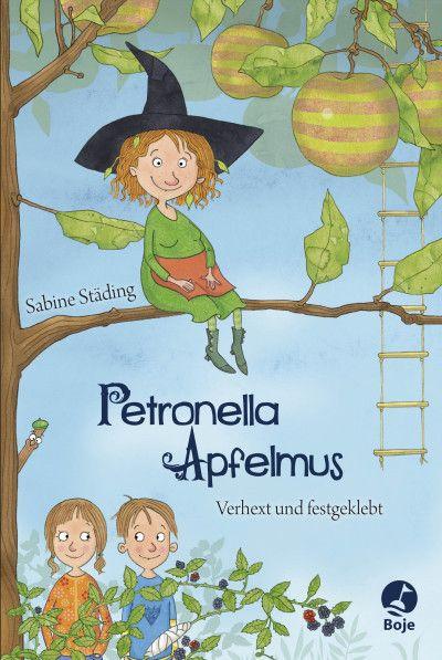 Petronella Apfelmus | Sabine Städing | Kinderbuch ab 8 Jahren | Hardcover | Petronella Apfelmus ist eine Apfelbaumhexe, und ganz standesgemäß wohnt sie in einem Apfel. Hier genießt sie die Ruhe – bis eines Tages Familie Kuchenbrand mit den neugierigen Zwillingen Lea und Luis in das benachbarte Müllerhaus einzieht. Eines Tages stehen die Kinder plötzlich in ihrem Wohnzimmer und erstaunt stellt die kleine Hexe fest, dass ihr die beiden sogar gefallen ...