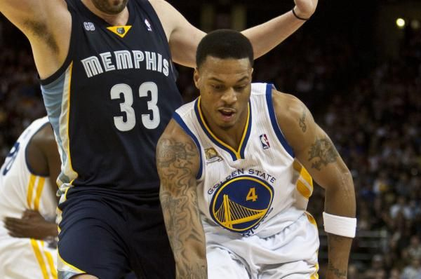 The Milwaukee Bucks added a veteran presence to the perimeter by signing swingman Brandon Rush to a training camp contract on Tuesday.