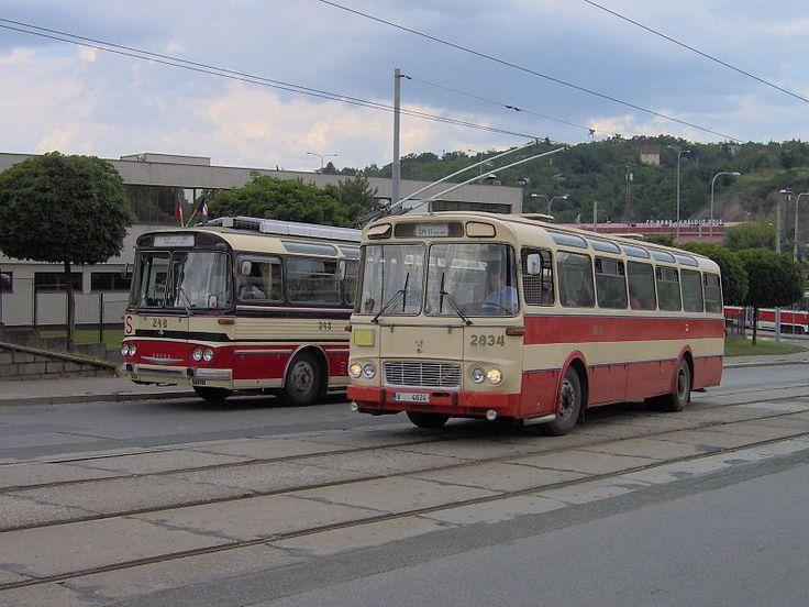 File:Trol Škoda T 11 Bus Karosa ŠM 11 Brno.jpg