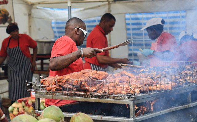 What to eat in Jamaica traditional jamaican food jerk chicken