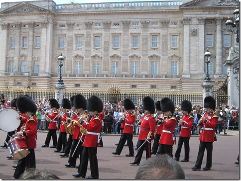 Pictures Of London Beefeaters Outside Buck Palace