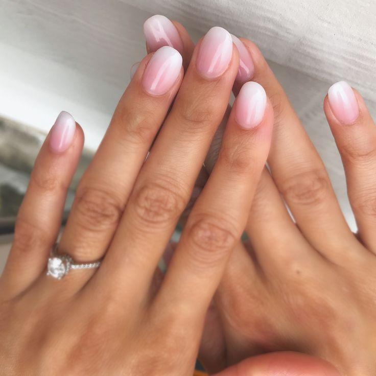 Nude rosa und weiße Ombré-Nägel! Einfache und natürliche Nägel. #ombrenails … – Nageldesign