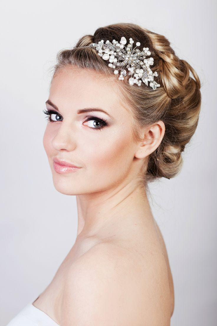 Wedding Makeup Ideas For Fair Skin : Smoky eyes, with strong brows and a flawles base. Nude ...