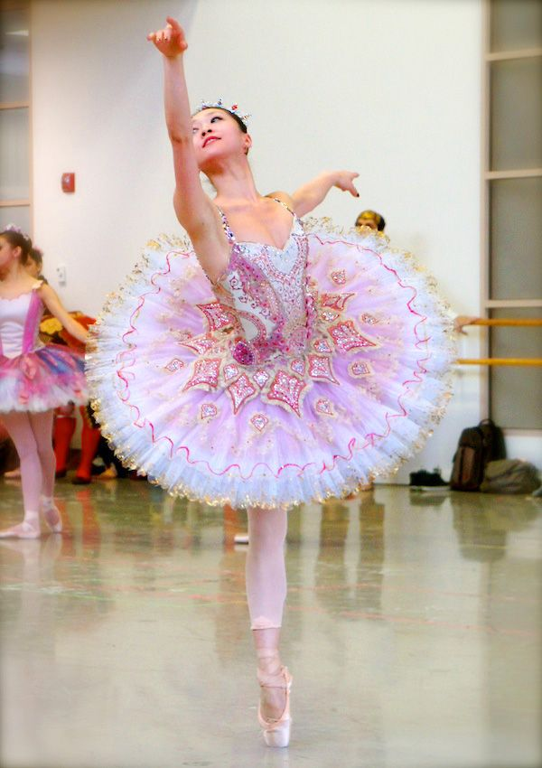 Principal Dancer Misa Kuranaga as the Sugar Plum Fairy in Boston Ballet's The Nutcracker ||